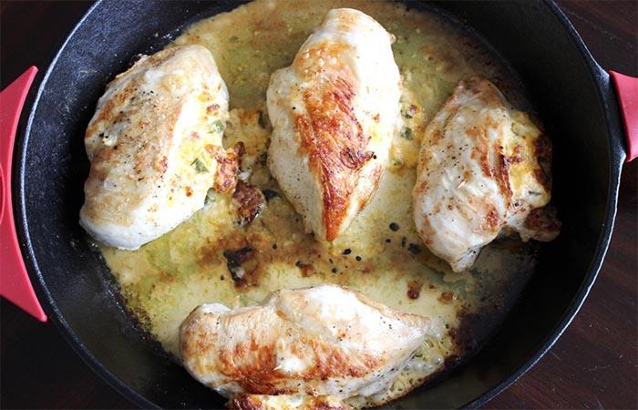 Pollo relleno con jalapeño y queso crema